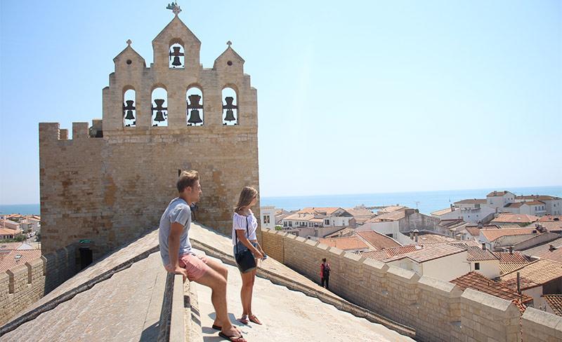 Bise-de-Camargue-Village-toit-panoramique-de-l'église.jpg