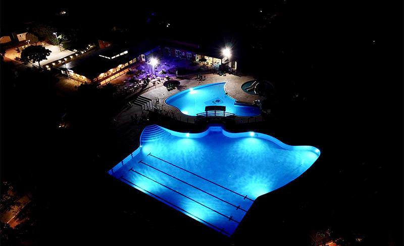 Bois-Fleuri-piscine-nocturne.jpg