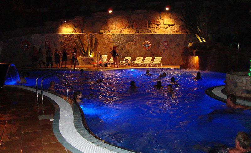Bonavista-piscine-nocturne.jpg