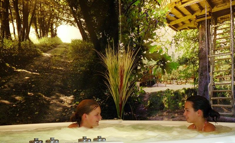 Camping Defiplanet services jacuzzi