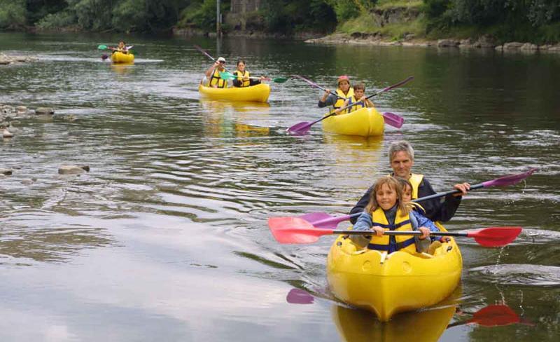 Camping-Europe-Murol-canoe