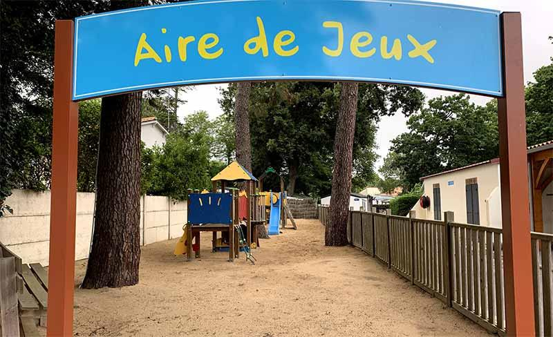 Camping-Paradis-Pomme-de-Pin-Entrée-32Bis-(800x488).jpg