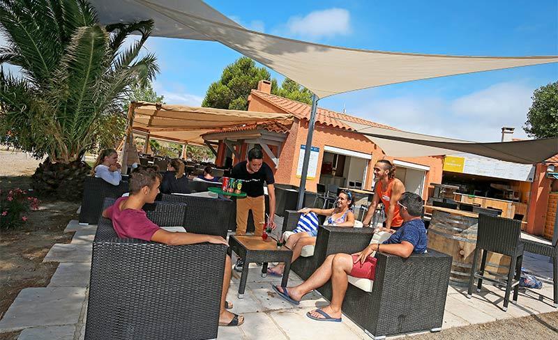 Cote-des-roses-Bar-terrasse-02.jpg