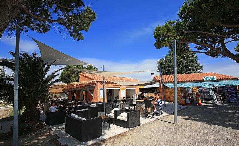 Cote-des-roses-Bar-terrasse.jpg