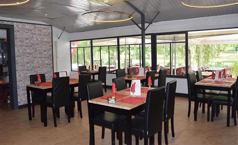 Etangs-de-Plessac-Restaurant-02.jpg