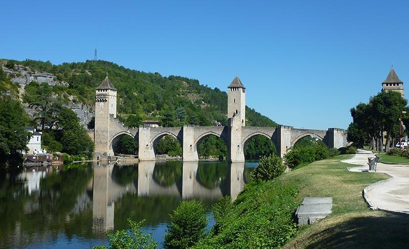 Le-Pont-Valentre-a-Cahors.jpg