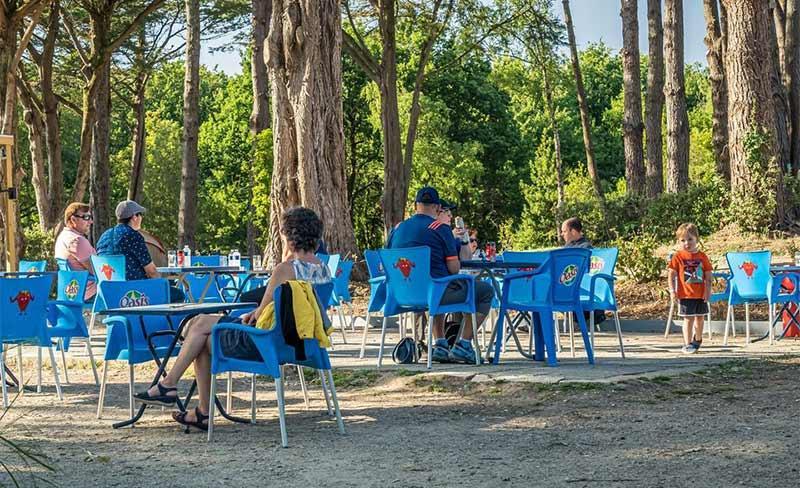 Les-Ajoncs-d'Or-Terrasse-restaurant-01.jpg