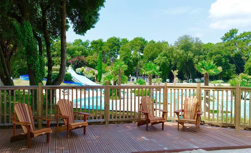 Logis-Terrasse-piscine.jpg