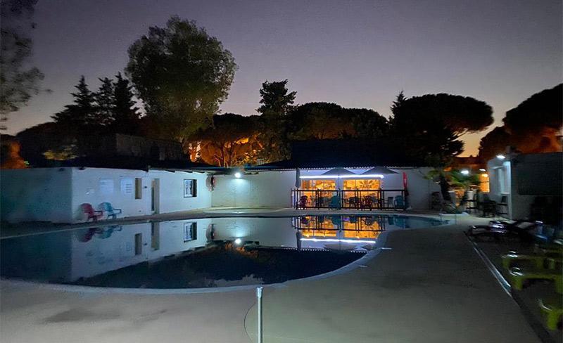 Maiana-piscine-nocturne.jpg