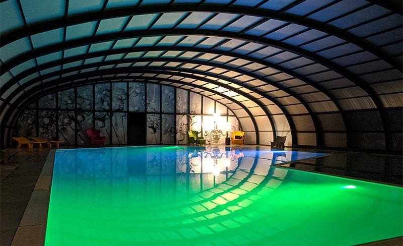 Moricq-piscine-couverte-nocturne.jpg