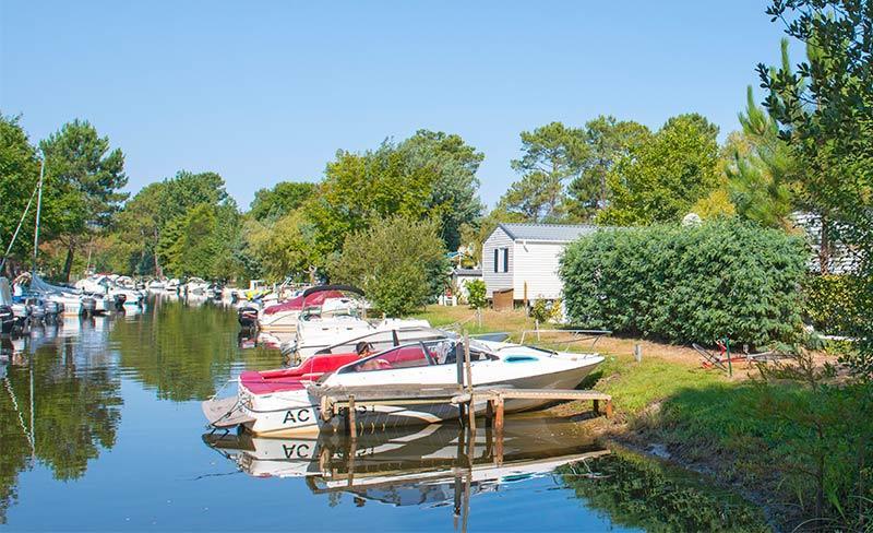 Navarrosse-Lac-bateaux.jpg