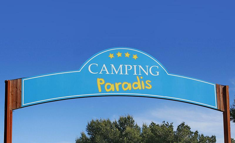 Portique-Entrée-Camping-Paradis-800x600.jpg