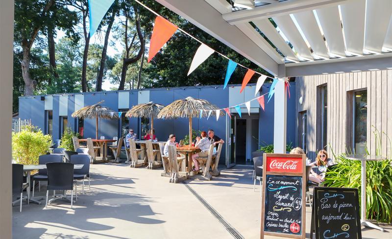 Rochelets-Terrasse-Restaurant-01.jpg