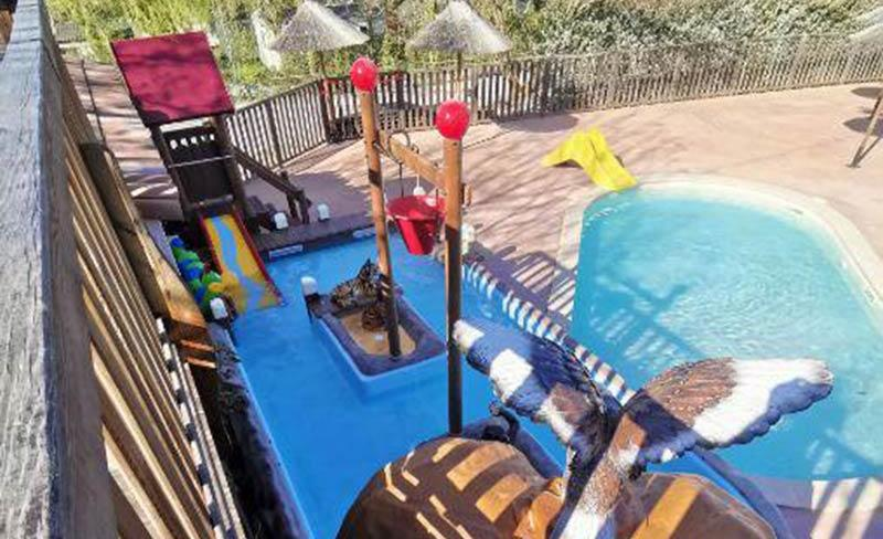 Saint-Amand-pool-01.jpg