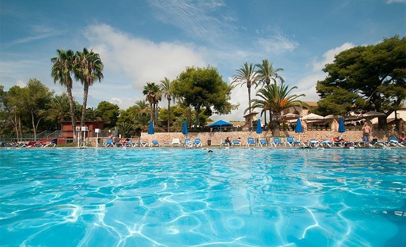 Villanova-Park-piscine-02.jpg