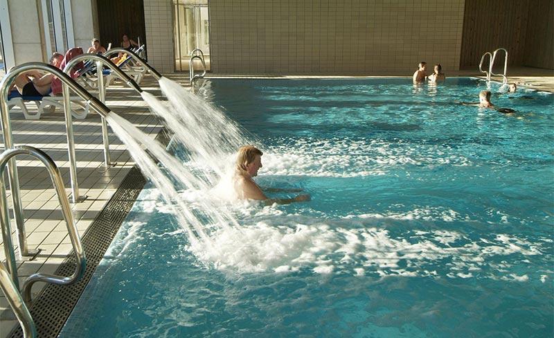 Villanova-Park-piscine-couverte-02.jpg