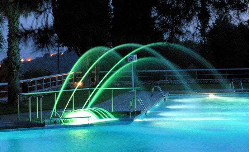 Villanova-Park-piscine-nocturne-03.jpg