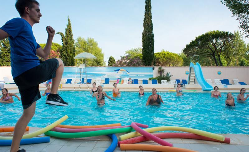 abri-de-camargue-piscine-ext-aquagym-9.jpg