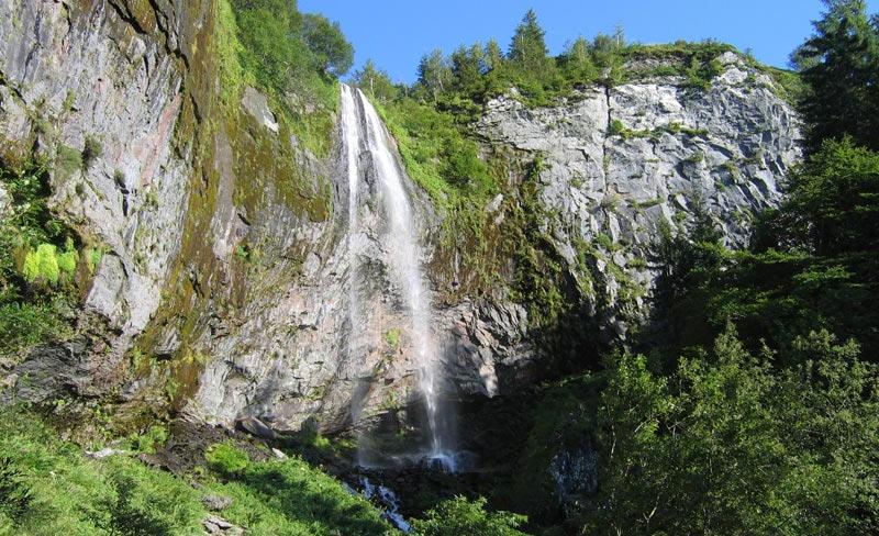 camping-Europe-Murol-cascade.jpg