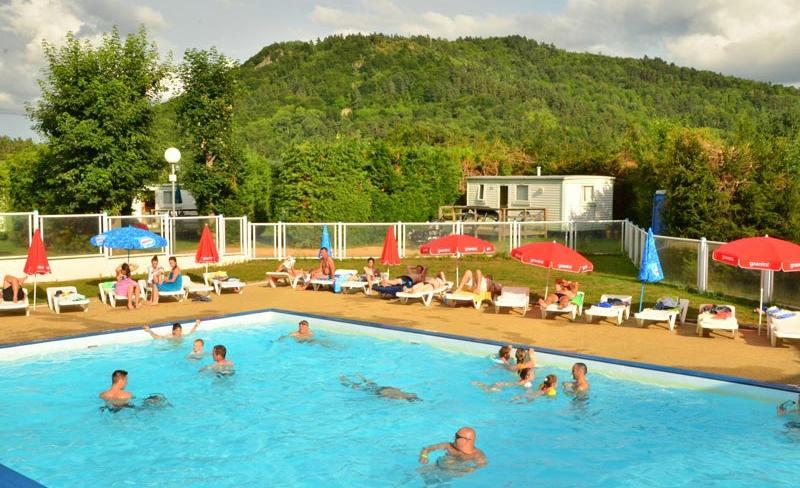 camping-Europe-Murol-piscine