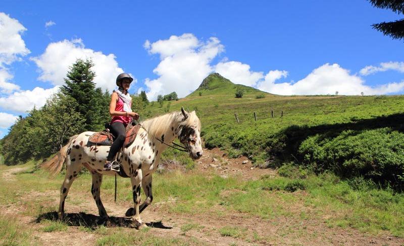 camping-Europe-Murol-rando-cheval