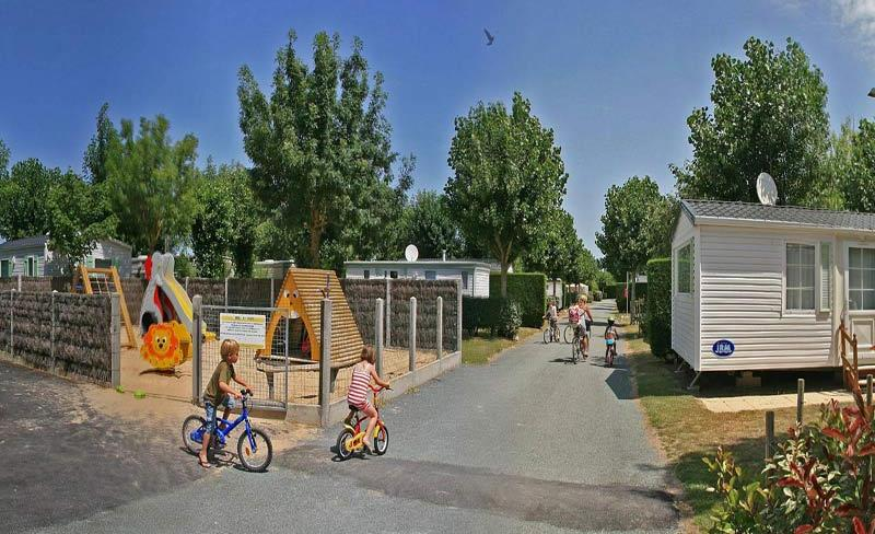 camping-Plein-Sud-allee-campping.jpg