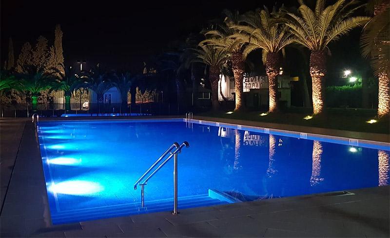 camping-amfora-darcs-piscine-de-nuit