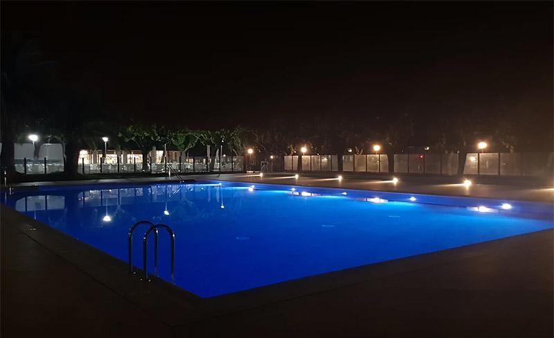 camping-amfora-darcs-piscine-vue-de-nuit