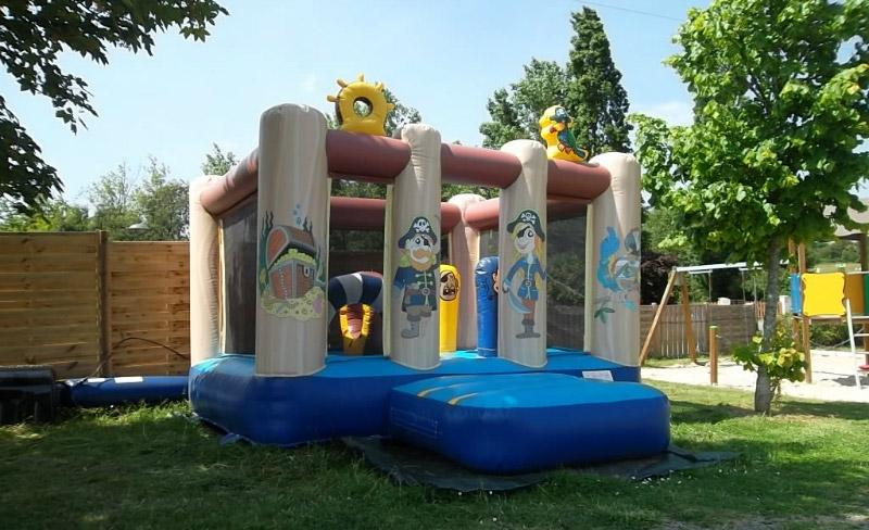 camping-beauchene-jeux-gonflable