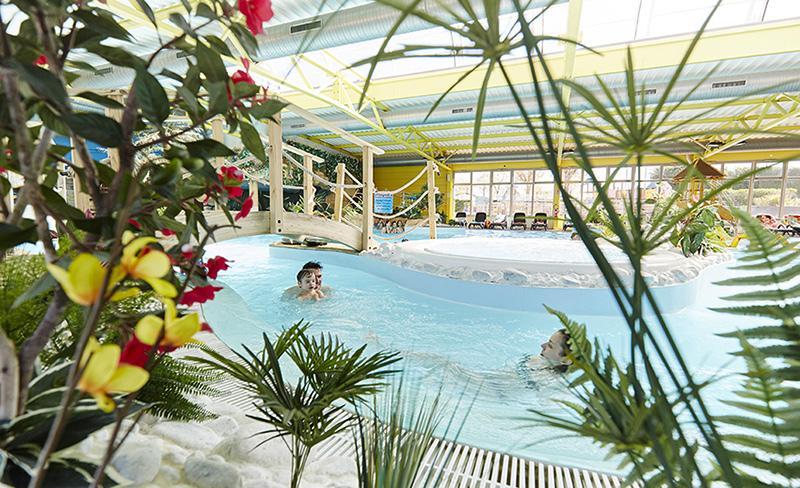 camping-bel-air-olonne-pataugeoire-piscine-de-nage-couverte