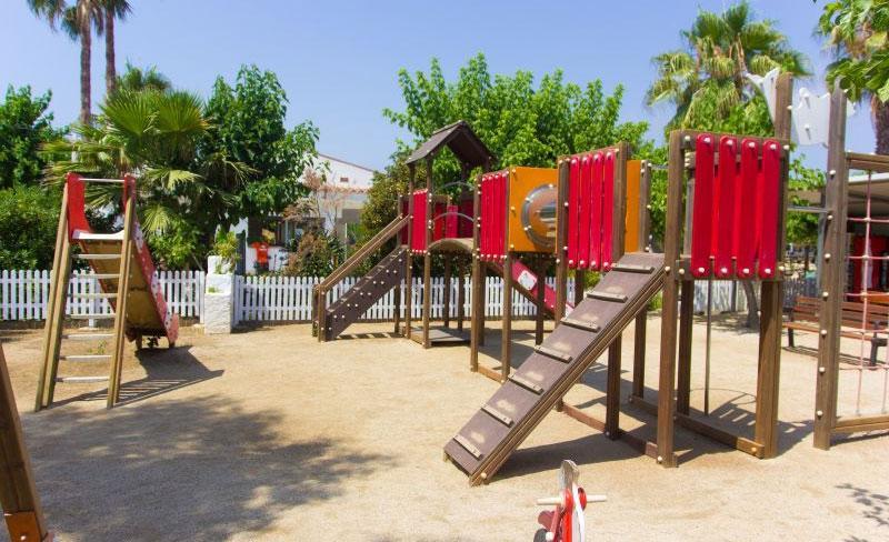 camping-bellsol-pineda-del-mar-aire-de-jeux