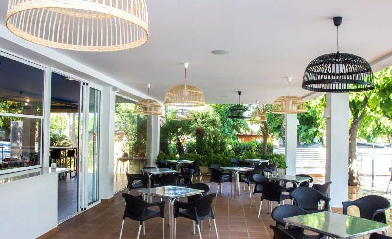 camping-bellsol-pineda-del-mar-services-terrasse-restaurant