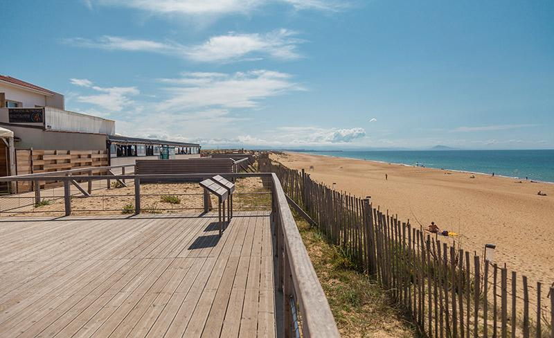 camping-blue-ocean-vue-de-la-plage