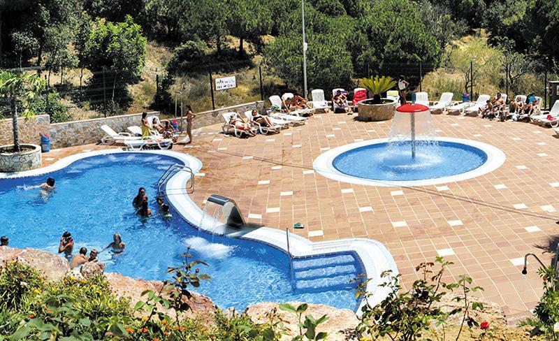 camping-bonavista-Panoramique-piscine-et-bain-de-soleil