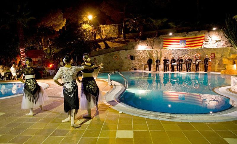 camping-bonavista-soiree-piscine