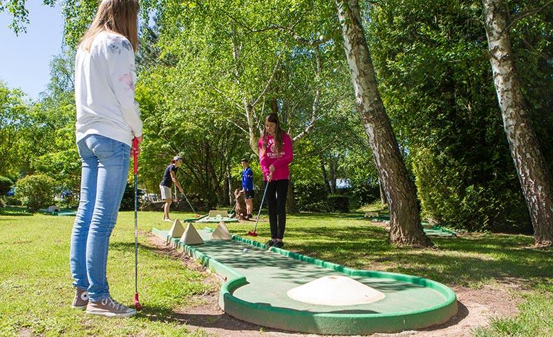 camping-bontemps-vernioz-loisir-mini-golf