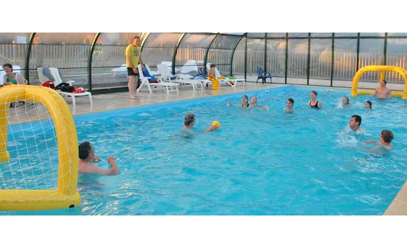 camping-capucines-jeux-piscine-couverte