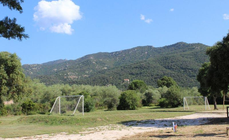 camping-chenes-rouges-plage-argeles-terrain-sport.