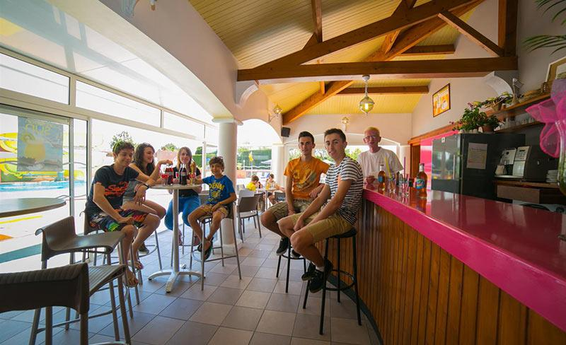 camping-cote-plage-services-bar