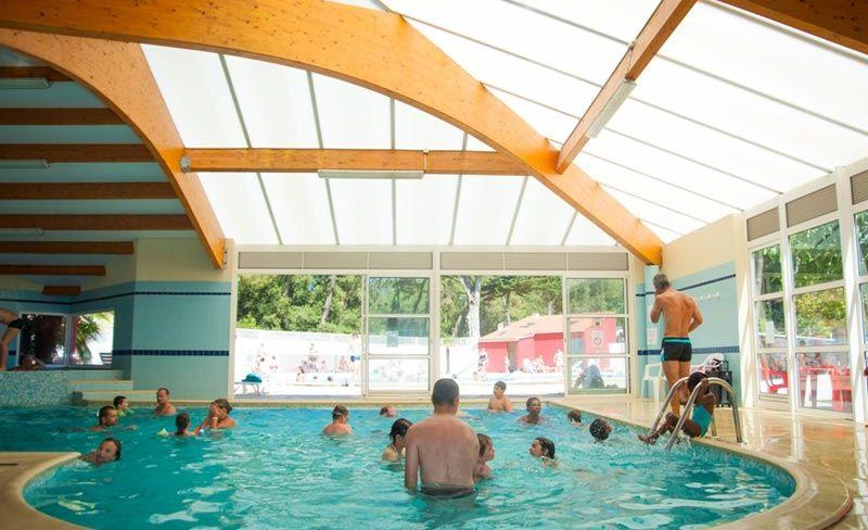 camping-cypres-saint-gilles-vendee-piscine-couverte