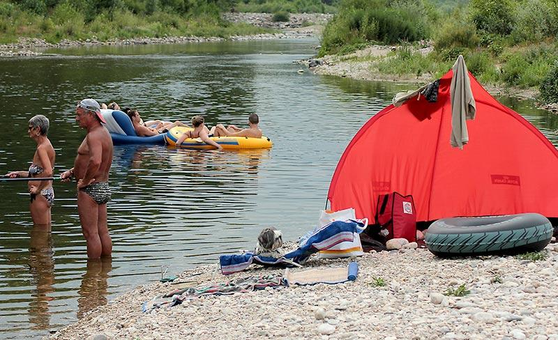camping-domaine-de-gaujac-bord-de-riviere