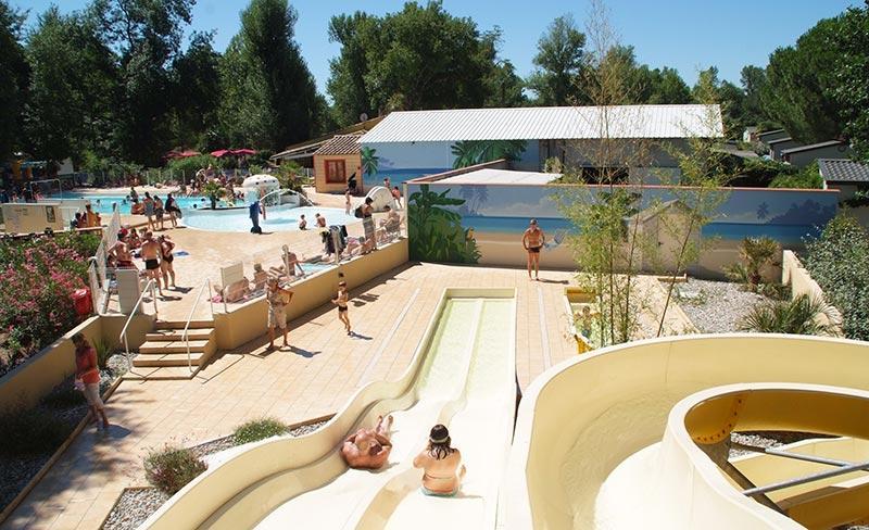 camping-domaine-de-gaujac-vue-parc-aquatique