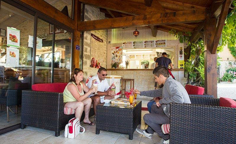 camping-domaine-la-faurie-restaurant