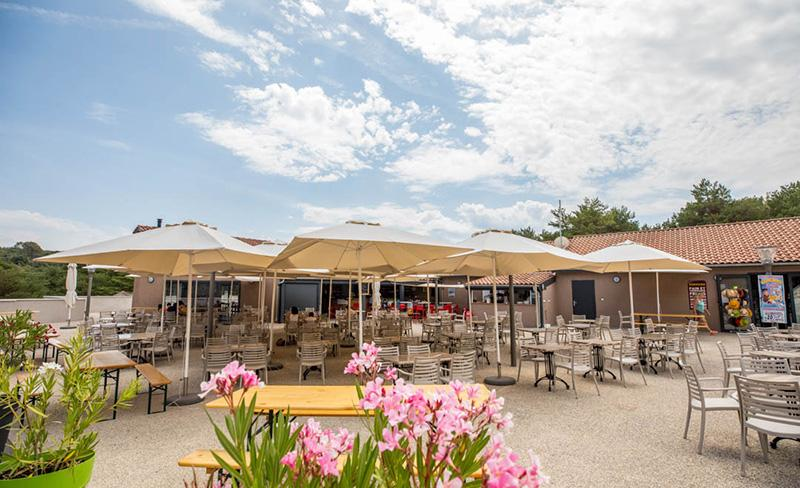 camping-farigoulette-services-bar