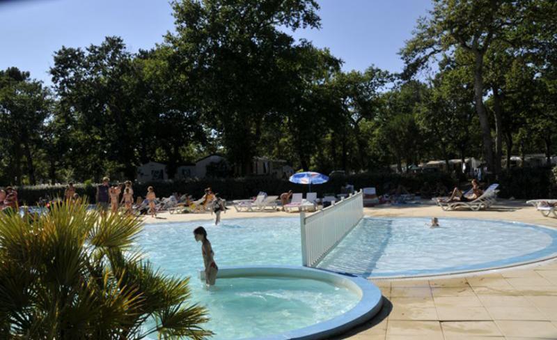 camping-fontaine-vieille-bassin-balneo.jpg