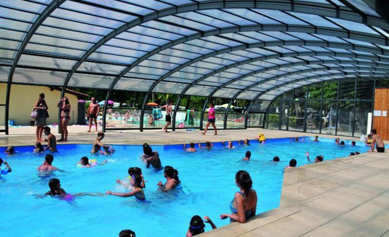 camping-fontaine-vieille-piscine-couverte (2).jpg