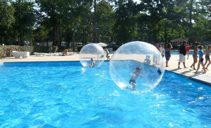 camping-fontaine-vieille-waterball-4-.jpg