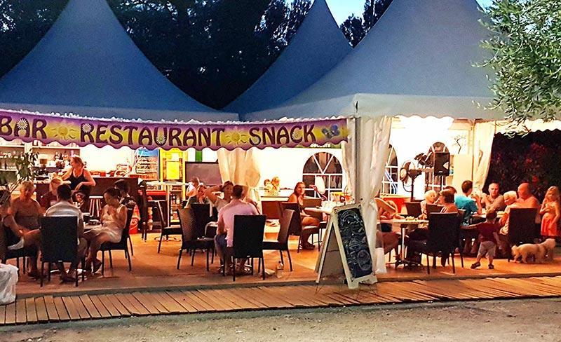 camping-fontisson-services-restaurant-soir