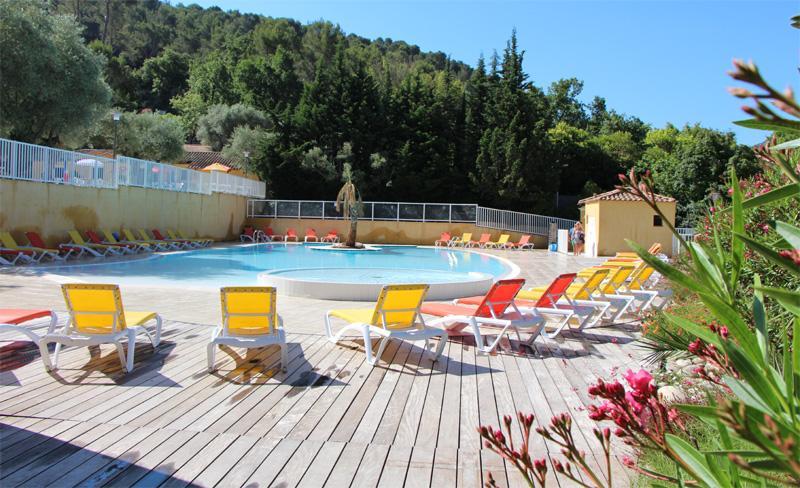 camping-galoubet-piscine bain de soleil