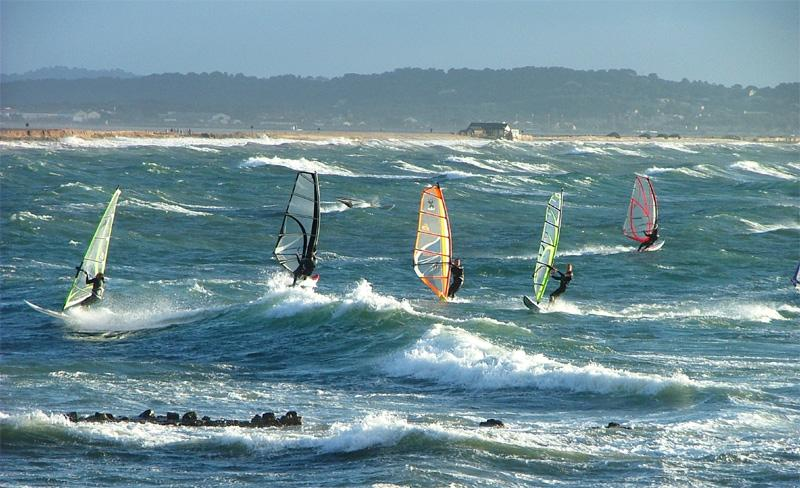 camping-galoubet-planche-a-voile